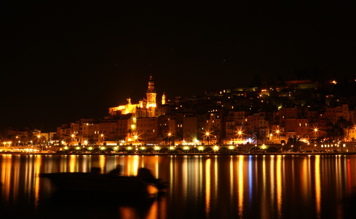 What is Menton: Who lives here, besides us?